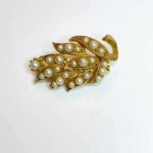 Vintage Gold Toned Floral Brooch with Faux Pearls